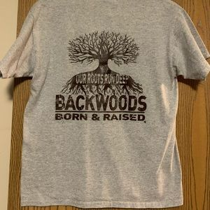Gray t shirt with short sleeves.